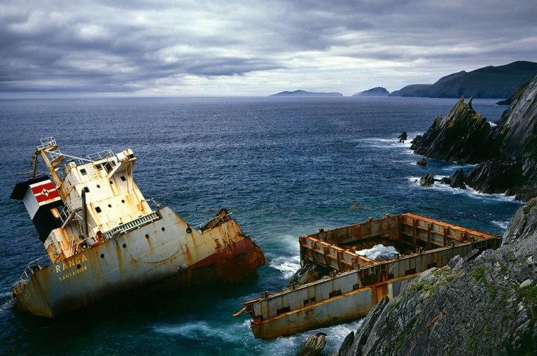 MV-Ranga-Shipwreck-Coumeenoole-Kerry-Ireland-1984
