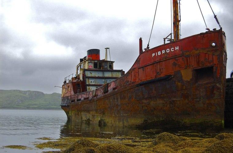 Rusty-hulk-of-abandoned-ship-in-Ireland