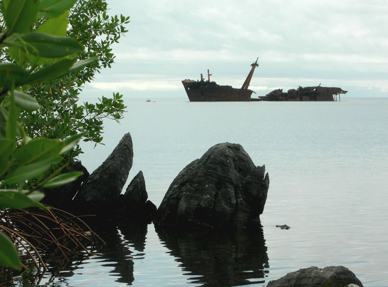 Shipwreck-at-Roatán-Honduras.-It-was-carrying-building-materials-when-it-ran-aground.-Locals-salvaged-most-of-the-cargo-and-the-ship-has-rested-there-ever-since
