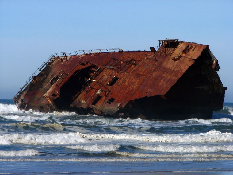 Shipwrecked-remains-of-the-New-Carissa-at-Coos-Bay-Oregon