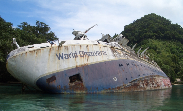 World_Discoverer_wreck