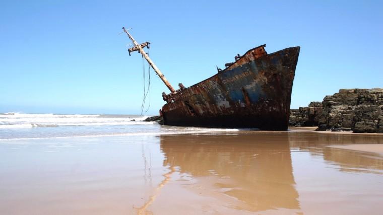 ws_Shipwreck_on_Beach_1920x1080
